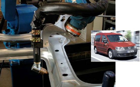 Izrezivanje-ruba-prednjeg-vjetrobranskog-stakla-na-VW-Caddy